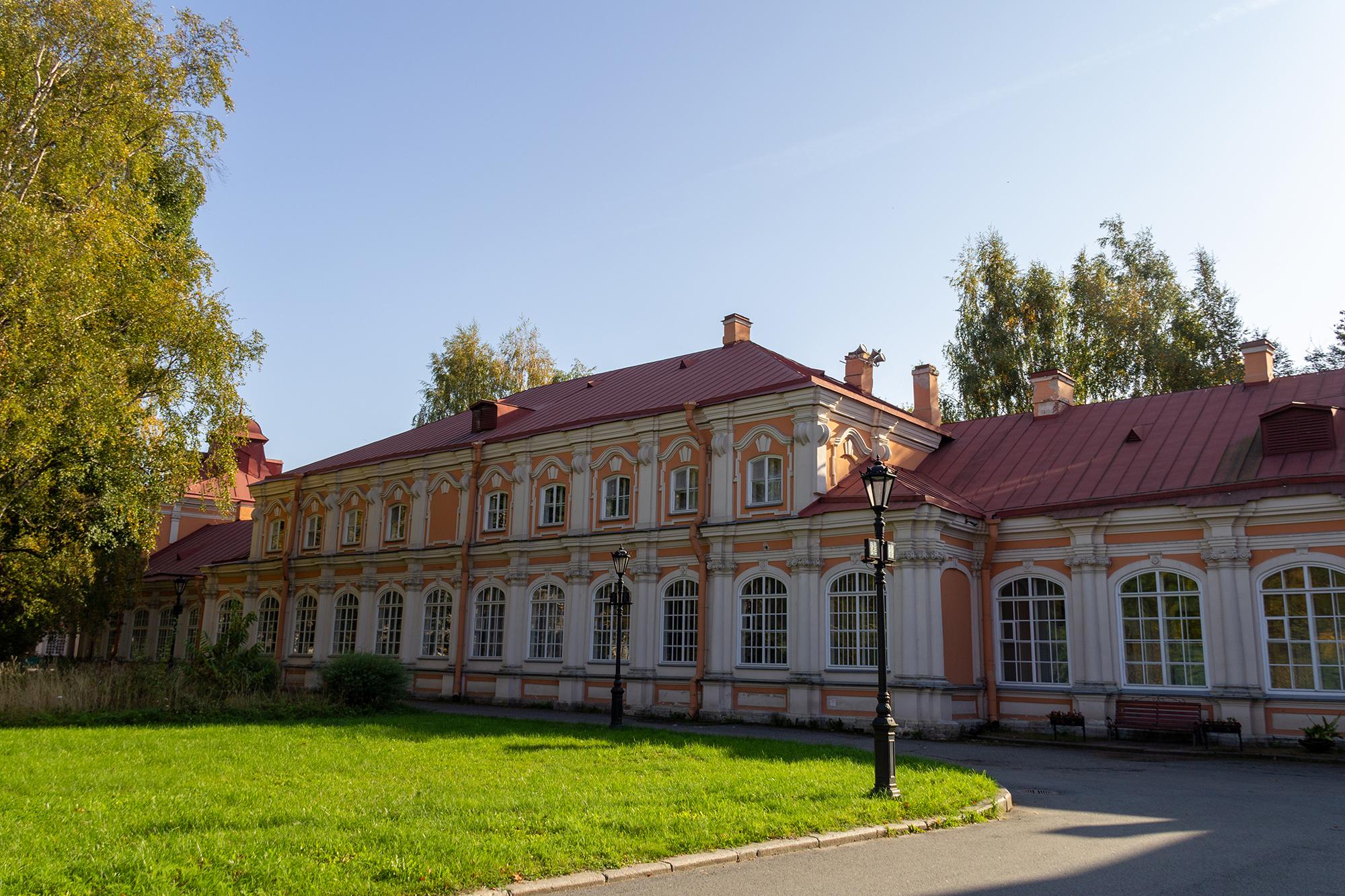 Фотография Семинарского корпуса Александро-Невской лавры