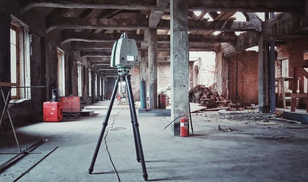 В процессе лазерного сканирования внутри аварийного помещения