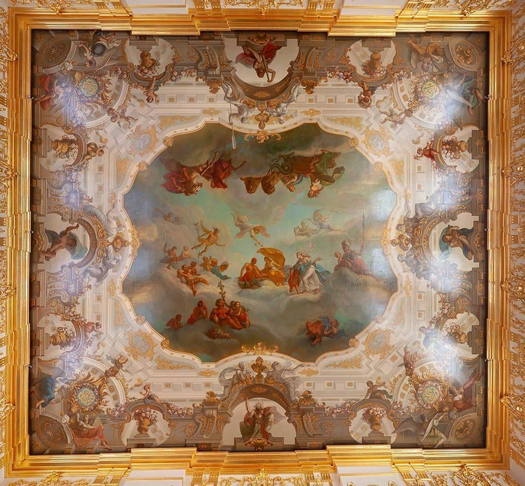 Потолок зала Екатерининского дворца в Пушкине