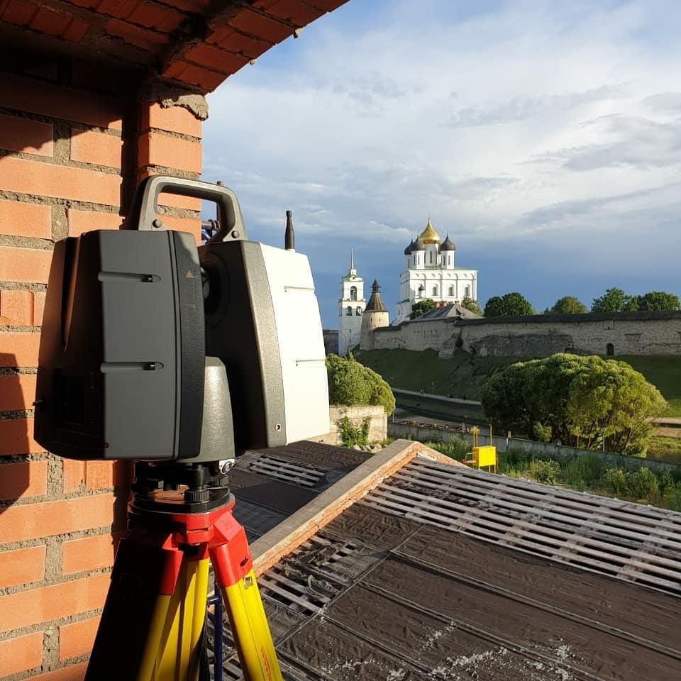Лазерный сканер Leica в процессе работы