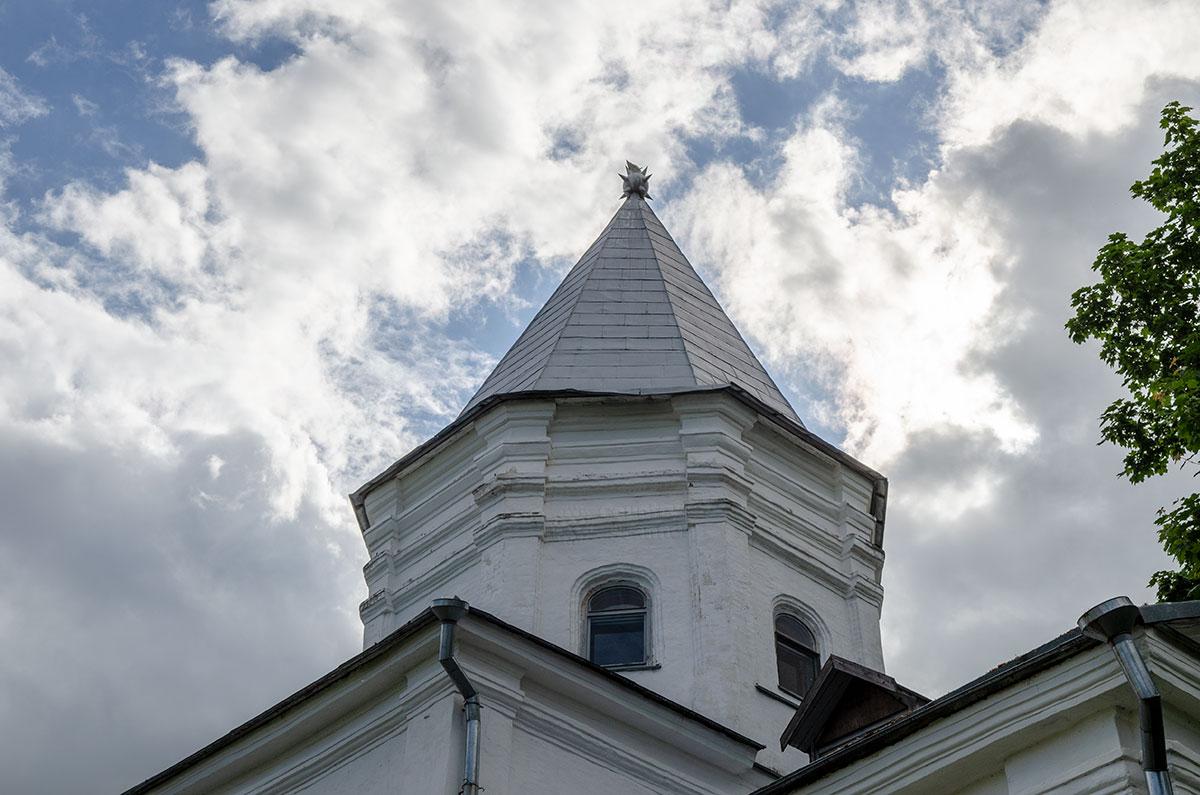 Фотография объекта - Воротная башня Гостиного двора в Великом Новгороде (крыша)