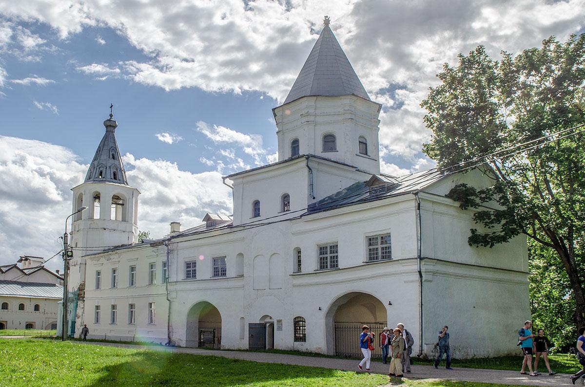 Фотография объекта - Воротная башня Гостиного двора в Великом Новгороде